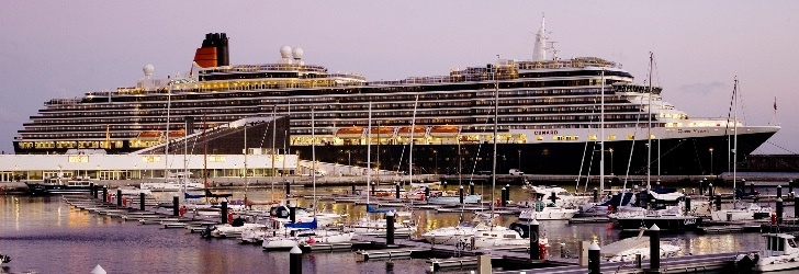 Scale of cruise ships, in the Portas do Mar, in Ponta Delgada