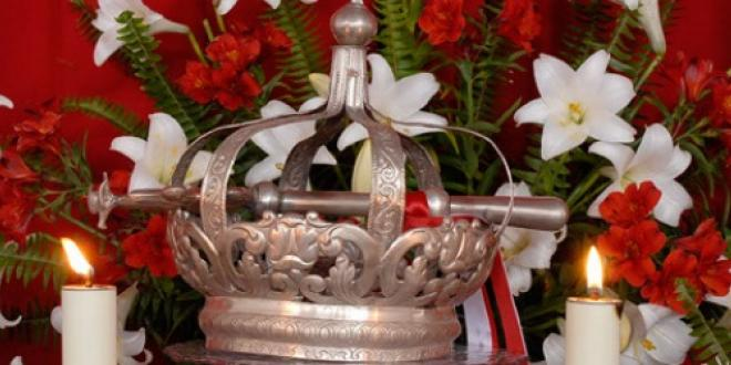 Crown of the Holy Spirit - Cultural Vacations in Flores