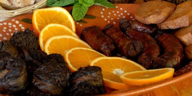 Smoked Sausages and yam - Gastronomical Vacations in Pico